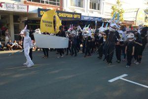 16.10.2015 Umzug der Schüler in Nelson